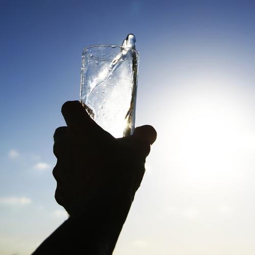 hidratarea-organismului-apa-naturala-de-baut